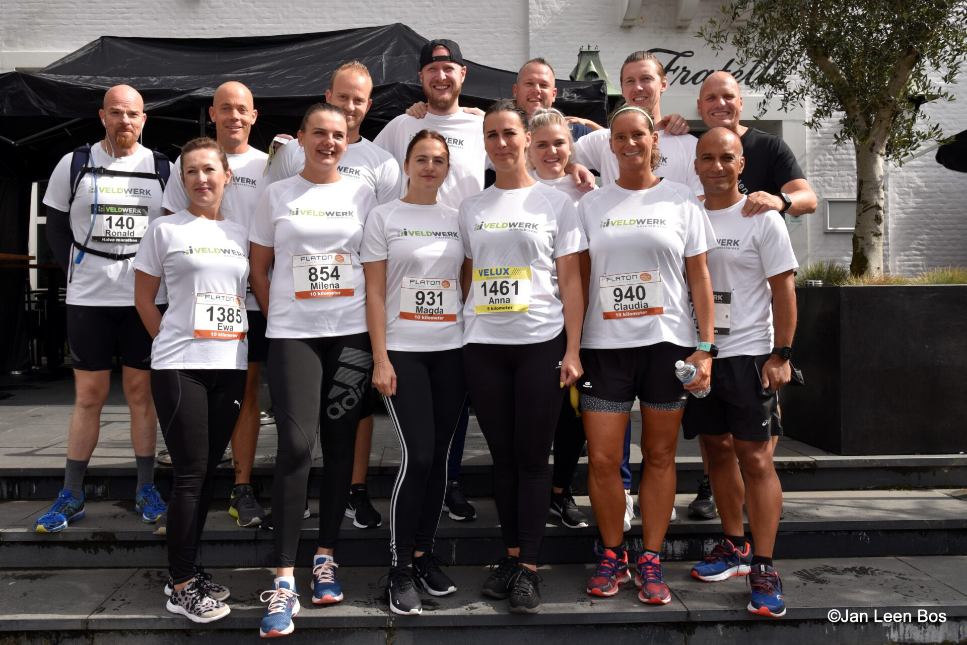 Bedrijventeam dat meedoet aan de Veldwerk Halve Marathon Oostland